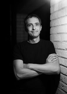 Sous la ceinture   -  Philippe Gustin