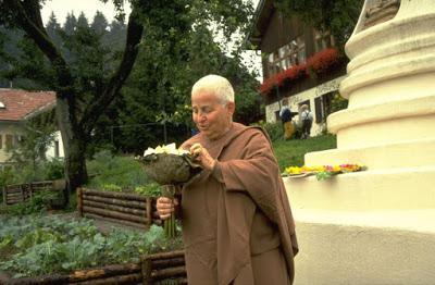 Ayya Khema (1923-1997) — Le parcours de vie d'une nonne bouddhiste allemande.