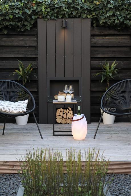 terrasse noire chaise ronde bois verdure