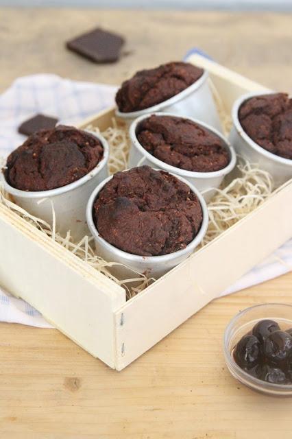 Cuillere et saladier : Muffins au chocolat et cerises amarena (vegan)