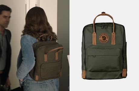BIG SHOT : Emma's backpack in S1E03