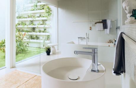 salle de bains zen minimaliste ouverte jardin transparente