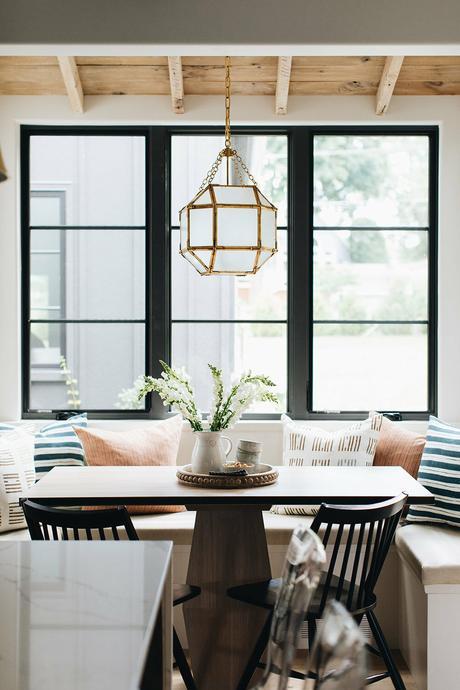 installer salle à manger fenêtre banquette - blog déco clem around the corner