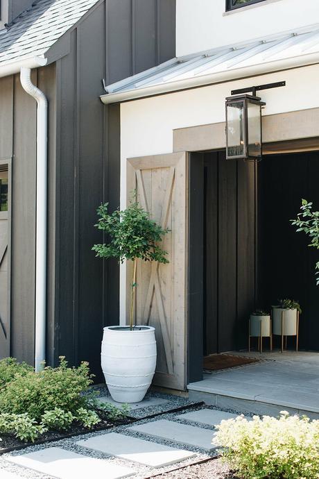 décoration extérieur sentier plaque dalle marbre gravier