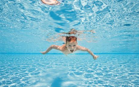 Saison estivale 2021 : il est encore possible de se faire livrer une piscine à installer soi-même pour cet été