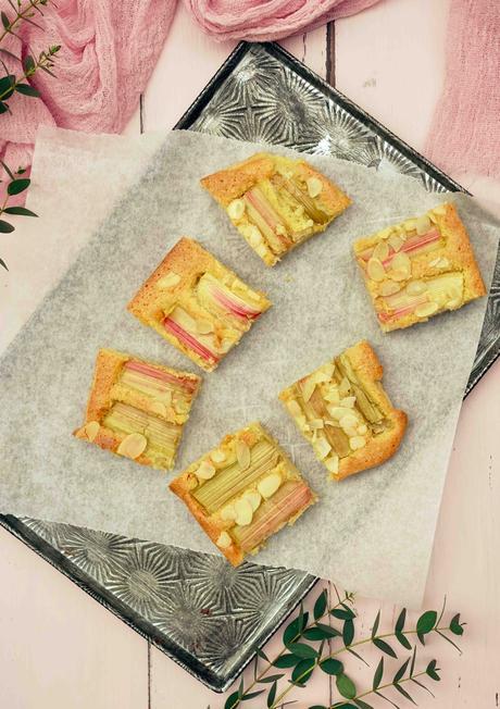 Gâteau simplissime  à la rhubarbe