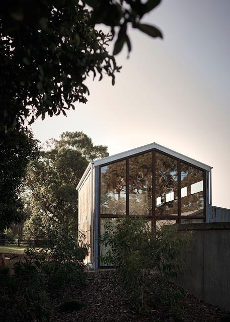 Australie / Rose Barn, esprit brut pour une grange rénovée /
