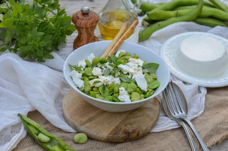 Salade de fèves, brousse de chèvre et basilic