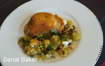 Cuisses de poulet à la rhubarbe et aux oignons verts