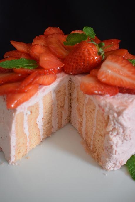 Gâteau roulé vertical aux fraises