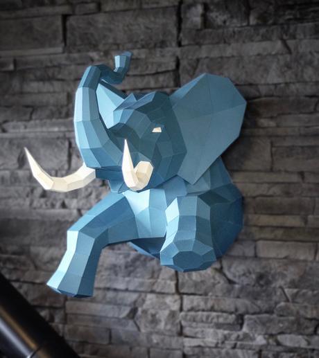 éléphant bleu en situ trophée mur pierre - clemaroundthecorner
