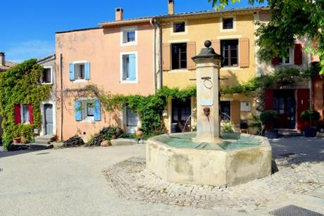 France d'antan - Flassan, Provence © French Moments