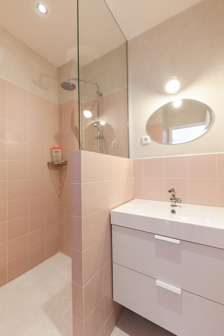 salle de bain rose rétro Fernand Pouillon - blog déco - clem around the corner