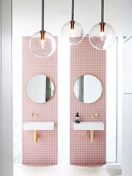 rose blush salle de bain double lavabo blanc miroir rond - blog déco - clem around the corner