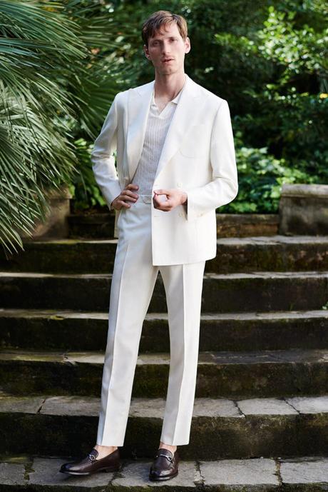 style smart casual avec un costume en lin et un polo