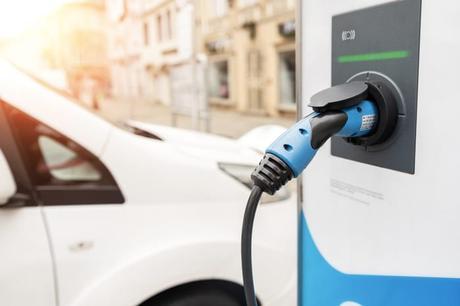 Partir en vacances en voiture électrique : nos conseils