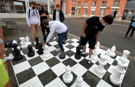 Toulouse : Un échiquier géant au lycée Ozenne