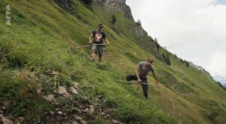 La fauche acrobatique en montagne (vidéo)