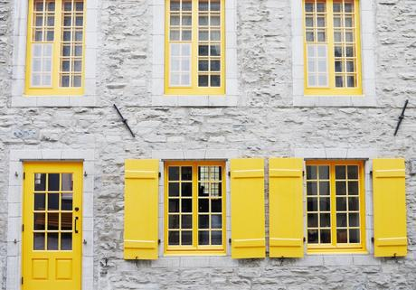 maison campagne façade pierre volet bois jaune menuiserie