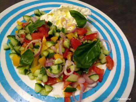 La saison des salades est arrivée ! Salade de concombres avec burrata