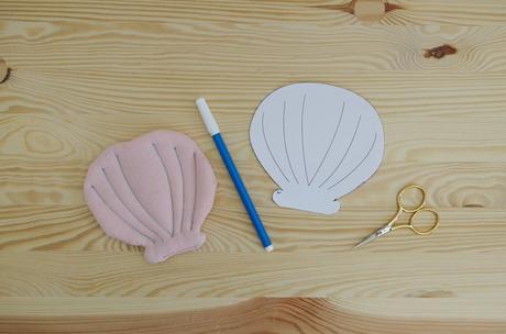 Tapis d'éveil fait main avec petits jouets océan