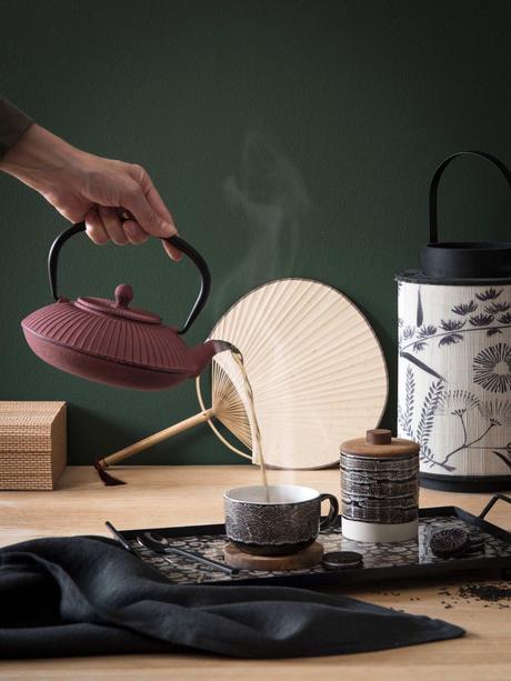 service à thé japonais rouge terracotta éventail en papier rond idée décoration intérieure