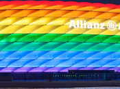 Championnats d'Europe football stade Munich couleurs arc-en-ciel pour match Allemagne-Hongrie juin
