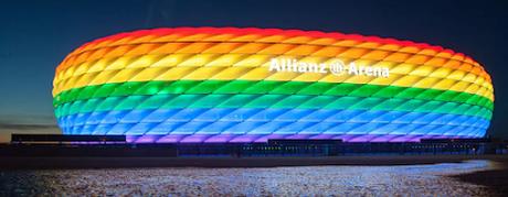 Championnats d'Europe de football  — Le stade de Munich aux couleurs arc-en-ciel pour le match Allemagne-Hongrie du 23 juin