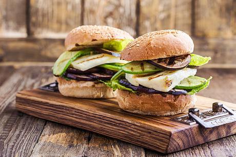 barbecue végétal hamburger halloumi végétarien