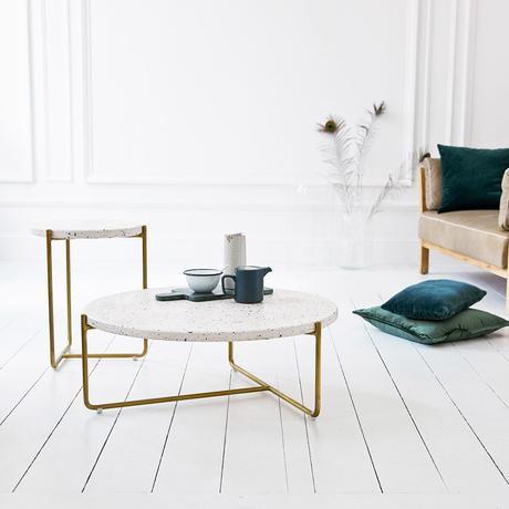 design moderne déco intérieure salon sol parquet bois lamé blanc repeint coussin velours vert
