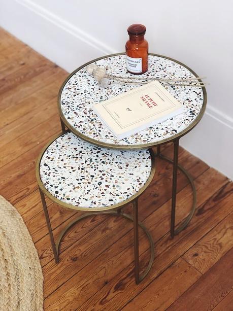 gueridon gigogne cercle laiton vieillie déco vintage contemporaine granito marron bleu parquet bois