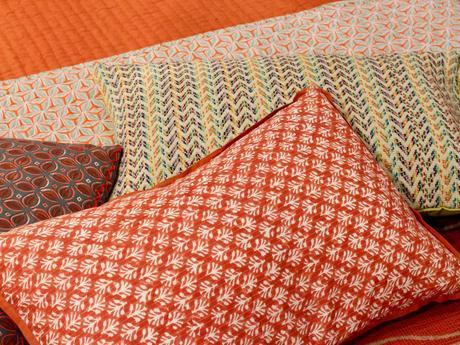 déco vitaminée lit orange coussin brodé - clem around the corner
