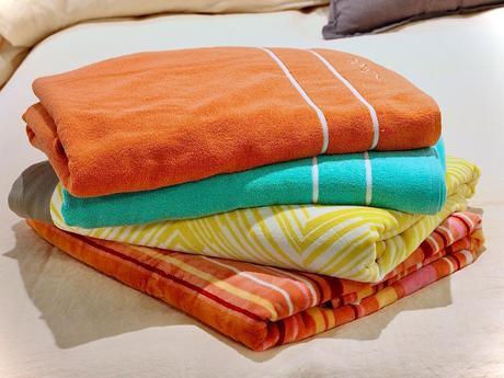 serviette de plage rayé motif jaune orange rose camaïeu