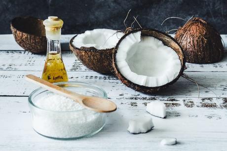 Comment utiliser l'huile de noix de coco pour les cheveux ?