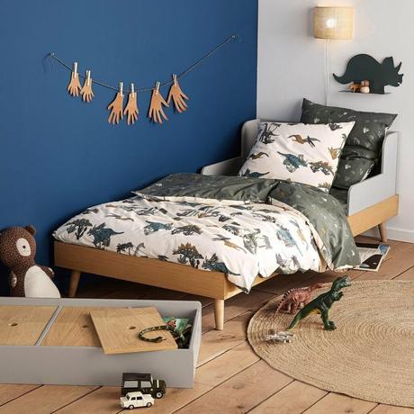 chambre enfant garçon thème dinosaure mur bleu foncé