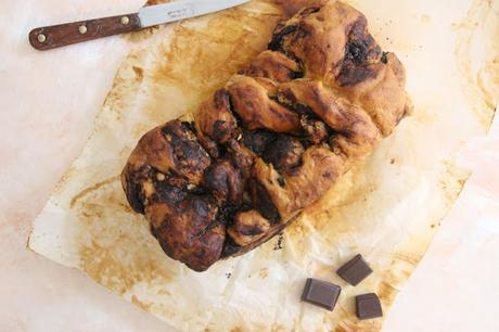 Cuillère et saladier : Brioche marbrée à la pâte à tartiner (vegan)