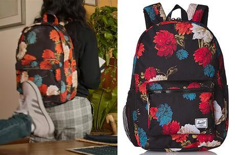 Never have I ever : Devi's floral vintage backpack in S2E03