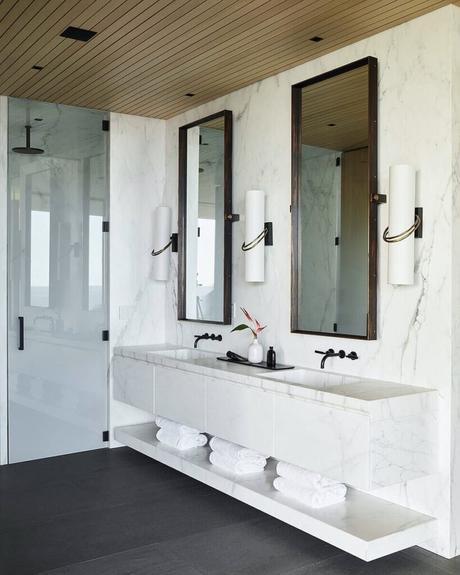salle de douche Kua Bay villa double vasque marbre blanc
