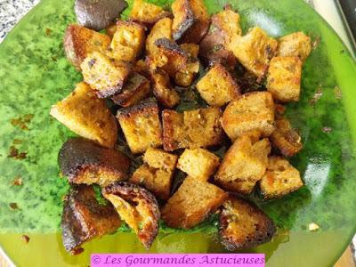 Croûtons originaux sur salade de pâtes (Vegan)