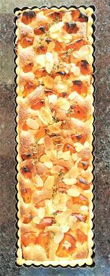Tarte aux abricots à la crème d'amande & au thym frais