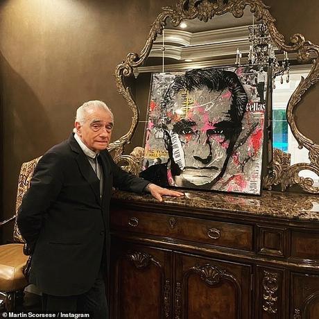 Portrait: Martin Scorsese, 78 ans, a posé avec une œuvre d'art originale intitulée