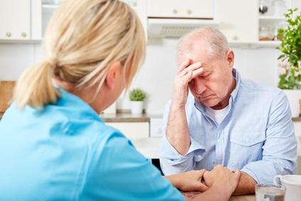 Avec l'âge, certains facteurs de risque, notamment vasculaires deviennent moins déterminants dans le risque de dépression (Visuel Fotolia 193442805)