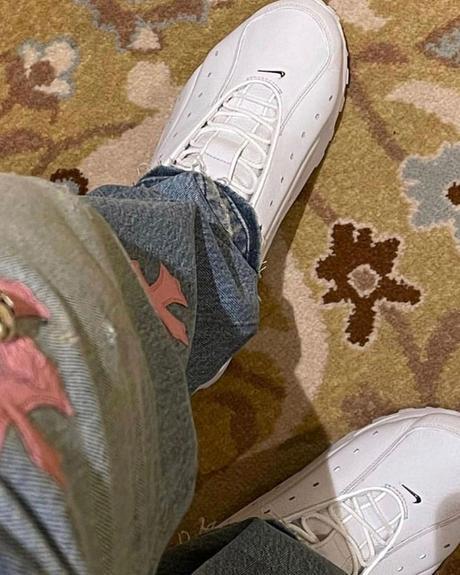 Voici les premières images des deux paires de Nike x Drake