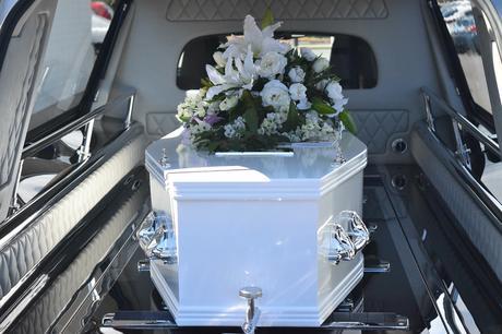 Planifier des funérailles pour un proche décédé du COVID-19