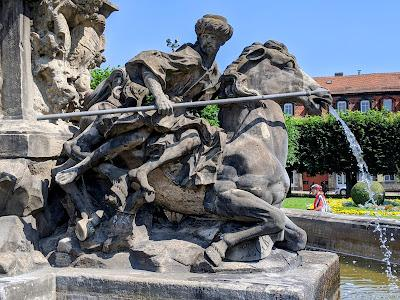 Bayreuth — Margrafenbrunnen / la fontaine du Margrave — 11 Bilder / 11 photos