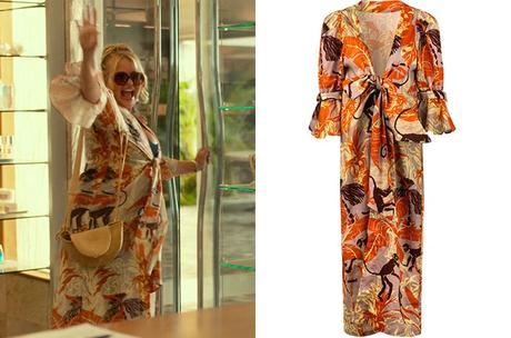 THE WHITE LOTUS : Tanya's monkeys print kimono in S1E01