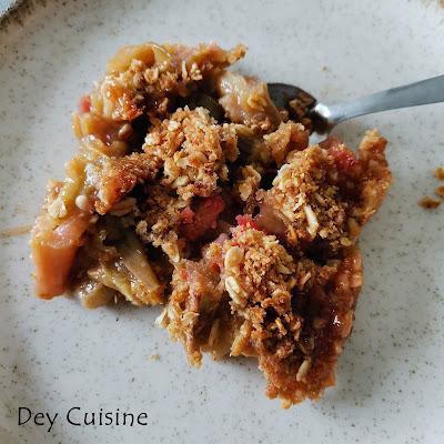 Crumble rhubarbe & pomme  avec des flocons d'avoine