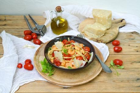 Spaghetti aux crevettes et tomates cerises