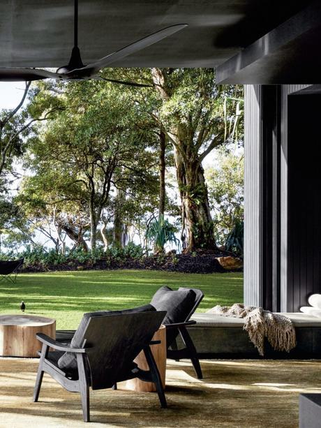 terrasse salon ouvert longère moderne noire