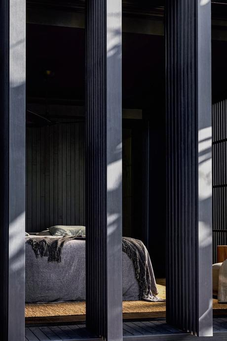 longère moderne panneau coulissant chambre ouverte jardin